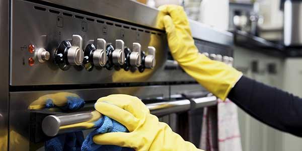 limpieza general de cocina en otoño