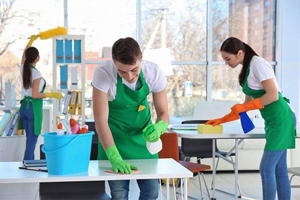 limpieza de oficinas en equipo