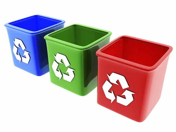 clasificación de residuos durante el vaciado de una casa
