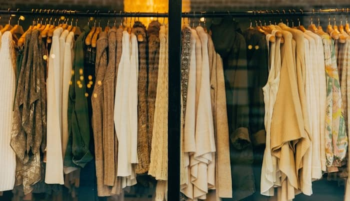 Reciclar la ropa en un punto limpio