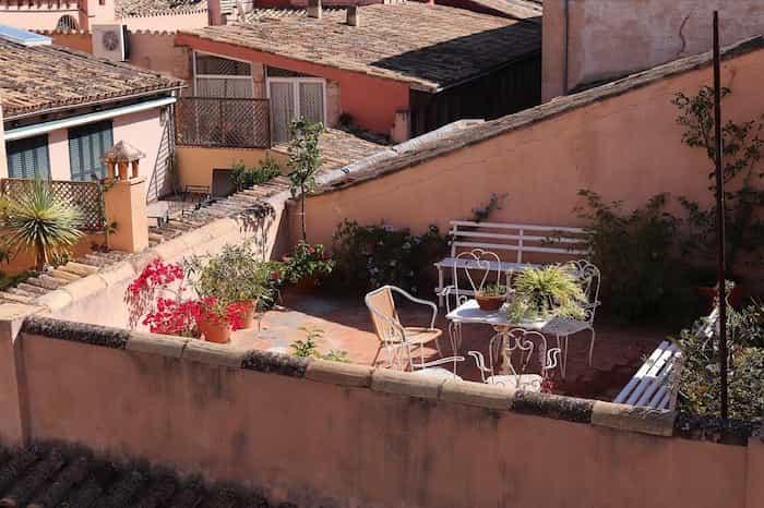 Una terraza limpia y ordenada