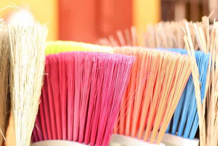 Utensilios de limpieza con diferente código de color