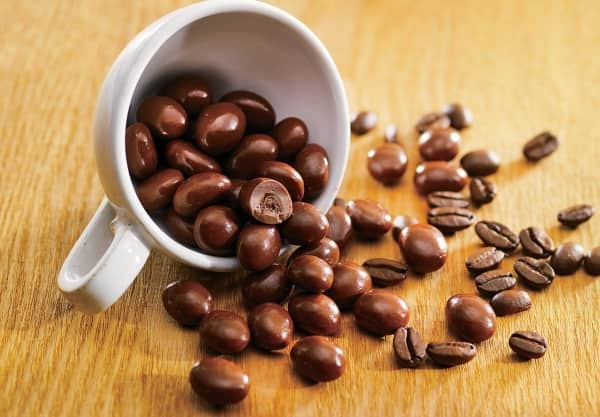 Los granos de cafe funcionan con la humedad en los armarios