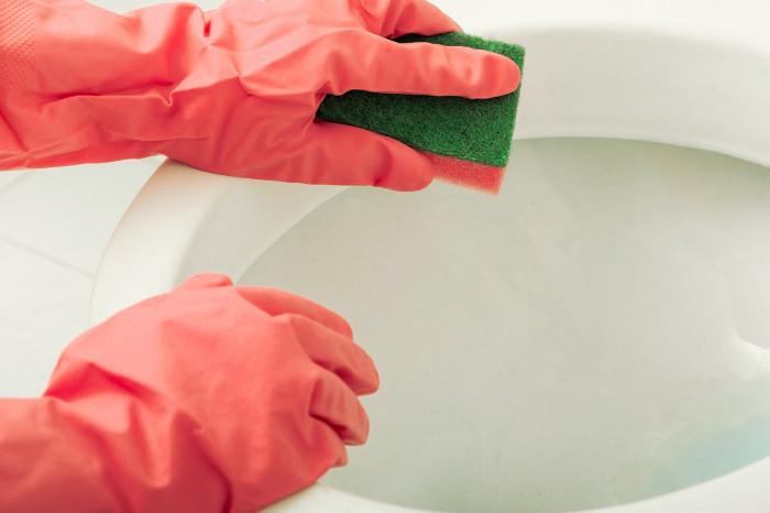 Limpieza del baño con amoniaco