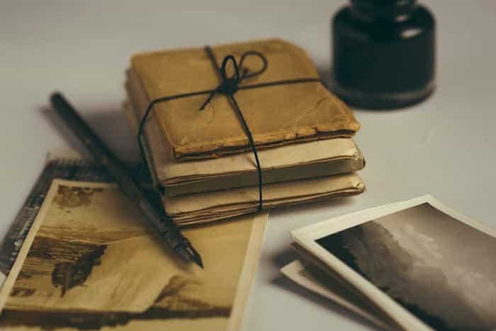 Cartas y documentos antiguos encontrados en una casa