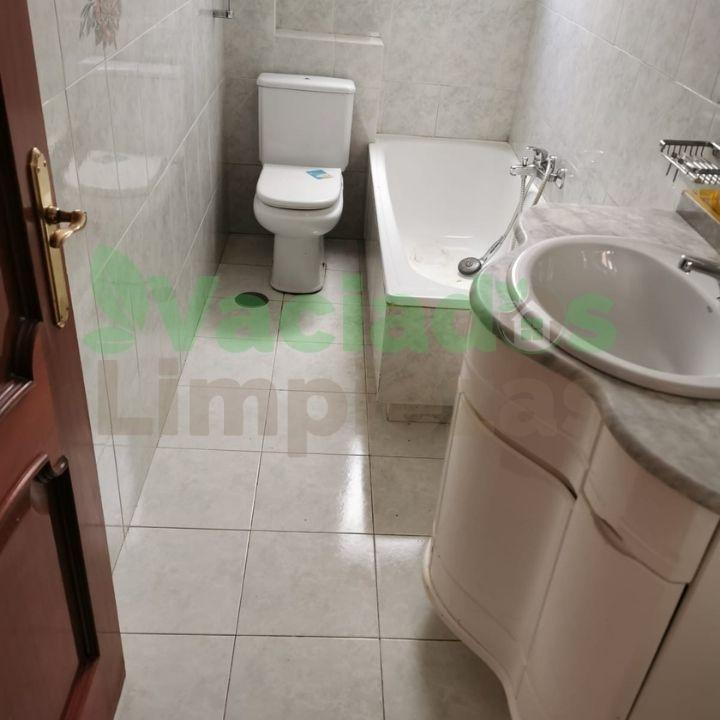 Imagen del baño después del vaciado en un inmueble de Madrid