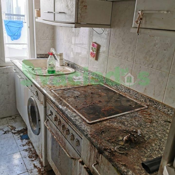 Limpieza y vaciado de cocina muebles incluidos en la Calle Larra, Madrid