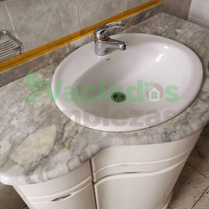 Imagen de baño después del vaciado del inmueble