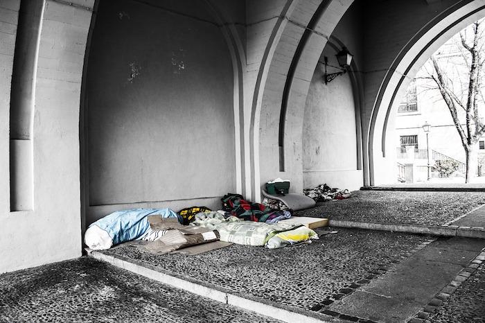 Colchón viejo usado y donado para gente necesitada