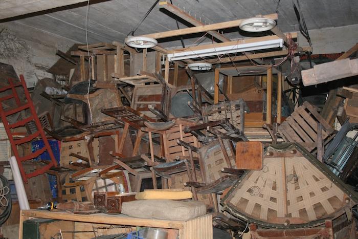 Acumulación de trastos en un sótano