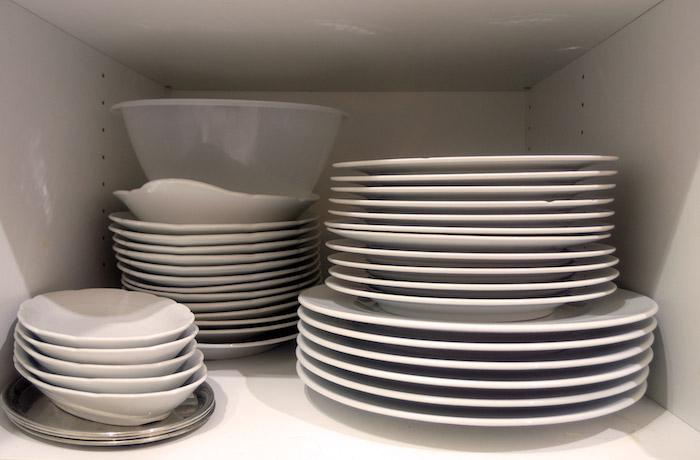Armario de cocina para guardar la cubertería organizado