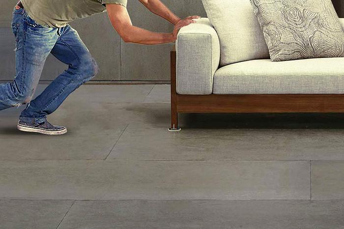 Mover un mueble pesado con deslizadores