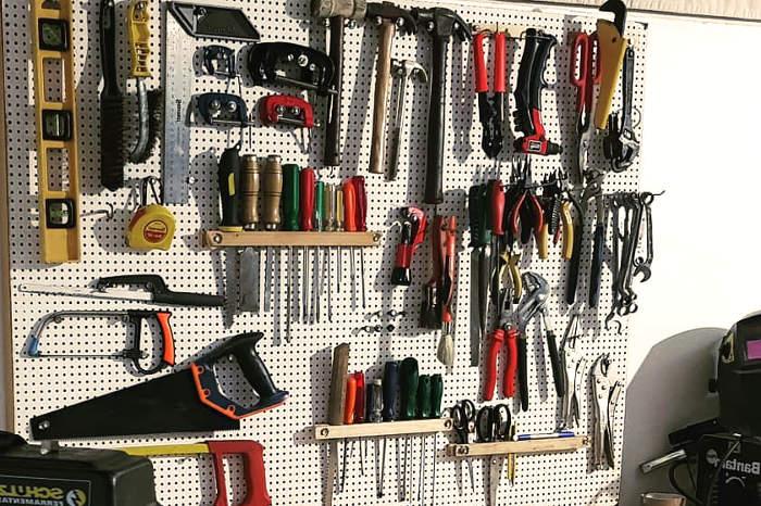 Herramientas organizadas y guardadas en casa