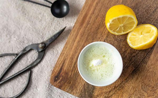 Limpiar herramientas oxidadas con bicarbonato y limón